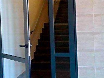 budynek 1a1 drzwi do klatki schodowej
